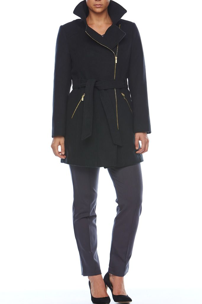 BELTED COAT An effortlessly stylish piece for your Winter wardrobe, you will love this Liz Jordan coat. Slightly longer in length, this style features an off centre zip front in luxurious gold, as well as two zip pockets & a waist tie belt. Layer over any look for a cosy layer.