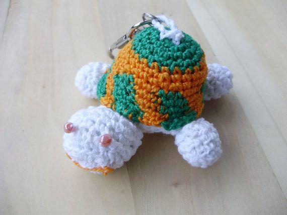 Ciondolo tartaruga a uncinetto fatto interamente a di MarinellArt