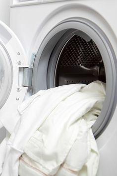 Le raviveur de blanc et blanchissant en complément de la lessive