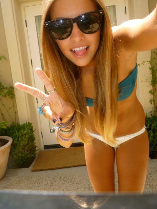 Cute teen sexting nude