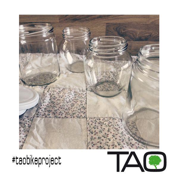 """Porque nuestro espíritu """"eco"""" así nos lo pide...No podemos dejar de reciclar...Aquí algunos de nuestros tarritos de cristal. Se nos ocurren tantas funciones para ellos! Recycling glass jars!"""