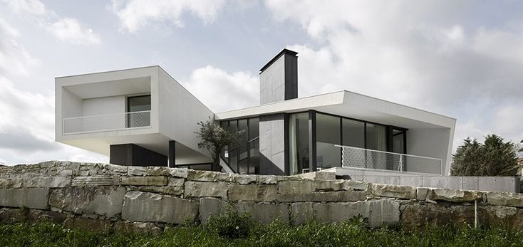 Modern house in PortugalVidigal House by Contaminar Arquitectos
