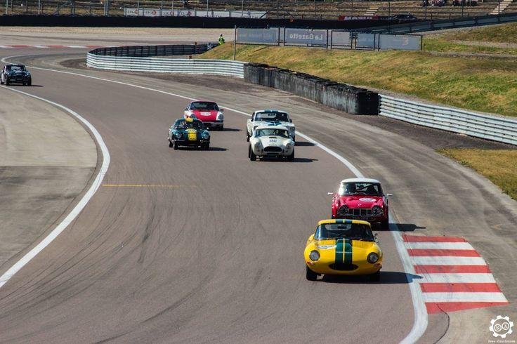 #Jaguar #E_Type, #Triumph #TR4, #Shelby #Cobra, #Lotus #Elan, #Ford #Mustang, #Porsche #911 et #Austin_Healey sur la piste de #Dijon_Prenois au #GPAO Article original : http://newsdanciennes.com/2015/06/07/news-danciennes-au-grand-prix-de-lage-dor/ #Racecar #VintageCar #ClassicCar