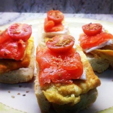 Montadito de salmón y queso fresco