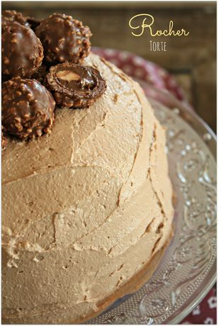 Rocher Torte Rezept: Teig,Eier,Butter,Salz,Zucker,Vanillezucker,Mehl,Backpulver,Kakaopulver,Walnüsse,Zartbitterschokolade,Creme,Magerquark,Nutella,Sahne,Sahnesteif,Walnüsse,Zucker,Deko,Rocher