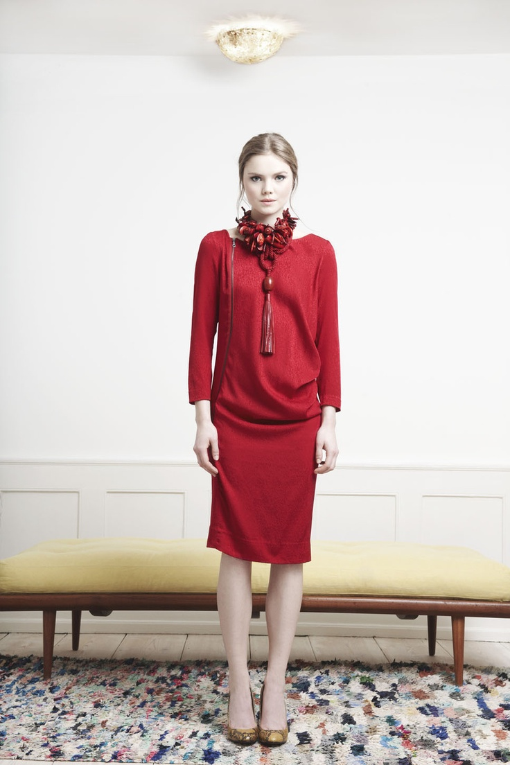 Rützou red boat neck misty silk dress with long sleeves and sided zipper