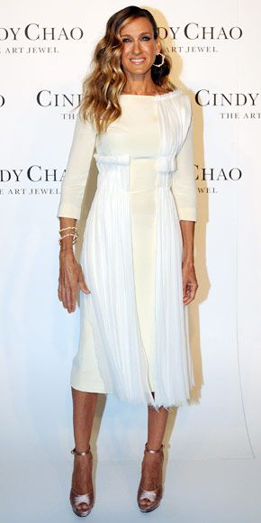 Sarah Jessica Parker  WHAT SHE WORE  Sarah Jessica Parker helped unveil Cindy Chao's newest collection in the designer's gold jewelry, a silk crepe Prabal Gurung LWD and ankle-strap Salvatore Ferragamo heels.