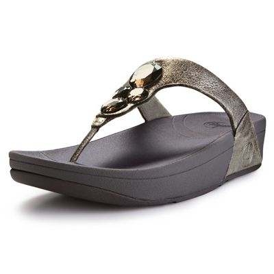 FITFLOP LUNETTA SS12 Metallic/Pewter FitFlops beautiful new Lunetta sandal has medium-sized sparkling resin stones set on a buttery soft leather upper. Particularly pretty, and predicted to be the most popular. http://www.comparestoreprices.co.uk/womens-shoes/fitflop-lunetta-ss12-metallic-pewter.asp