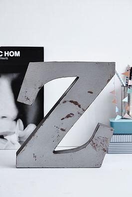 Z metal bogstav - 250kr. Køb den på www.loppedesign.dk