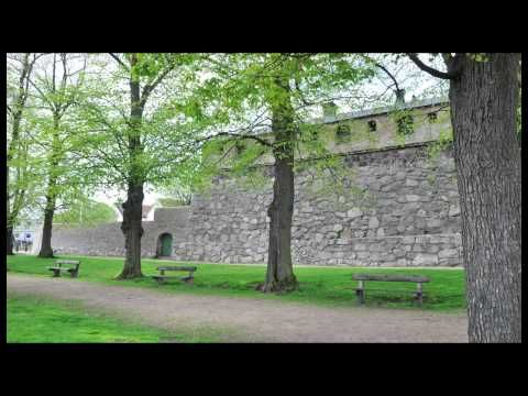 "Förvandlingen (""The Transformation"") tells the history of Karlskrona with images and voice."