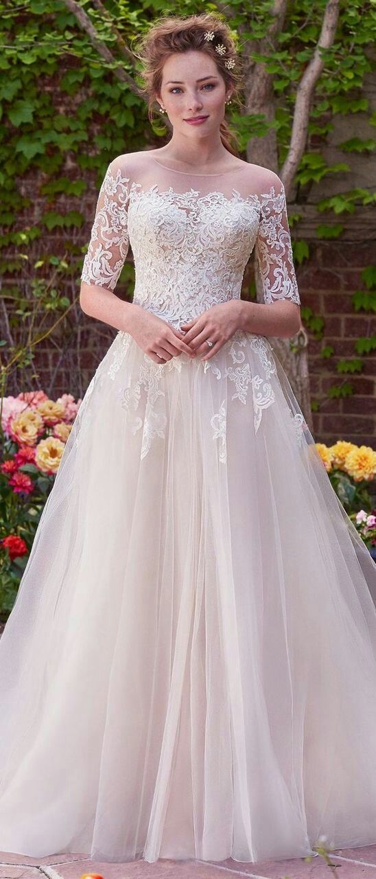 lace sleeves with tulle body wedding dress