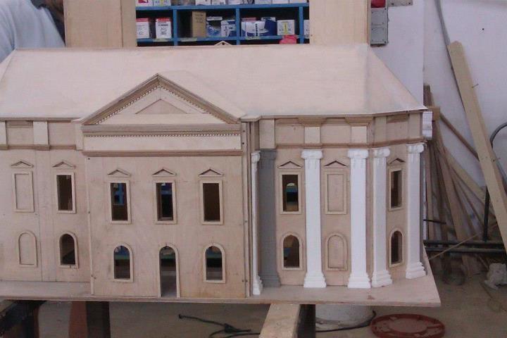 The basic material is wood and acryl resin.  Az alap anyag fa és műgyanta.  The great Church in Debrecen/A debreceni Nagytemplom, Németh Hajnal Auróra
