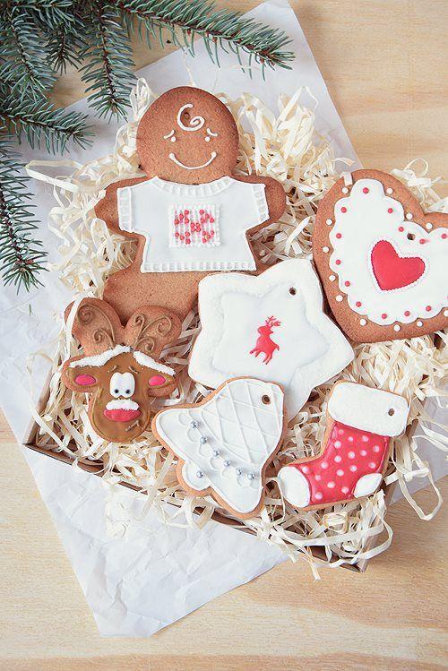 PRACA NAGRODZONA PRZEZ QUIOSQUE Świąteczne wypieki Autor: Konstancja Woźniak #QSQ #Christmas #ginger #bread #deer #heart #white #ornament #inspiration #idea #cake #yummy #bake #baking #cooking #sweets #decor #frosting #icing