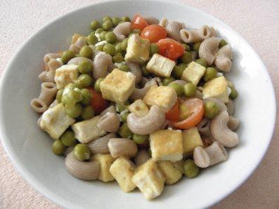 Tofu s hráškem, rajčaty a cottage