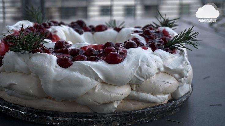 #pavlova #pavlovacake #żurawina #PodNiebienie #beza #tortbezowy #cranberrycake #whipedcream #meringue #foodporn #pornfood #foodphotography #polishblogger #foodie #merrychristmas #christmasiscoming #christmas2016