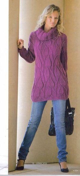 Женский длинный свитер с листьями спицами по схеме.