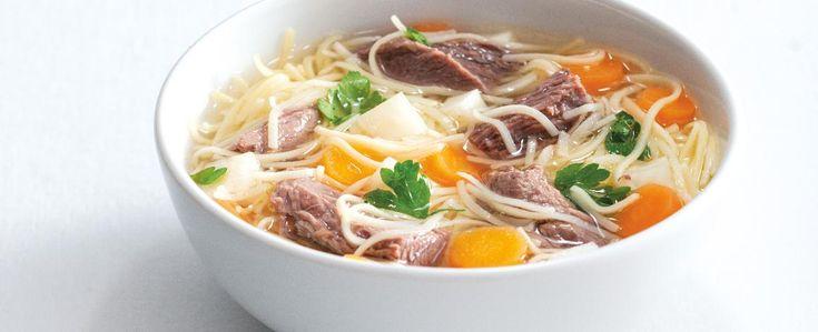 1.Hovězí maso dejte do hrnce, zalijte dvěma litry studené vody, přidejte oloupanou, přepůlenou cibuli, svazek bylinek, 1 oloupanou a přepůlenou mrkev,...