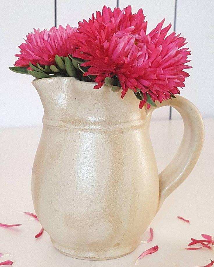 """3 kedvelés, 1 hozzászólás – Ceramiss Ceramic (@ceramiss) Instagram-hozzászólása: """"Nacreous jug #ceramic #ceramiss #flowers #handmade #art #nacreous #jug #vase #instahun #ikozosseg…"""""""