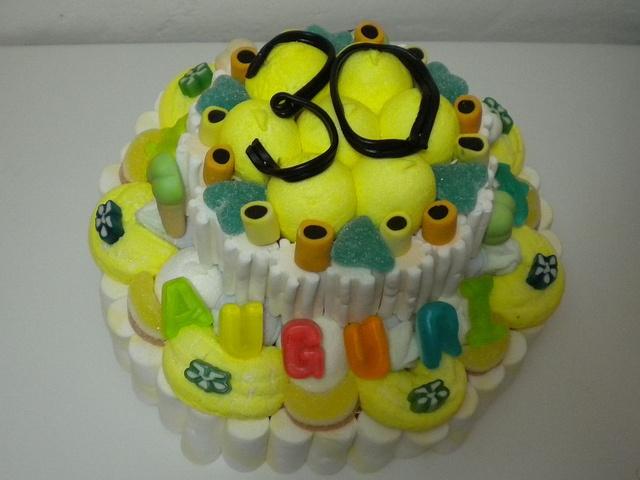 torta di caramelle #yellow #30 #birthday #compleanno  http://www.lemilleeunamella.it/