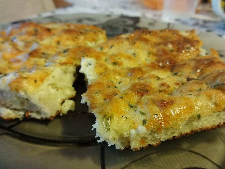 Hozzávalók:Egy tepsire való kenyérszeletEgy doboz tejföl2-3 gerezd fokhagymasó, bors, reszelt sajt, de adhatsz a masszához bármit, pl. apróra vágott,...