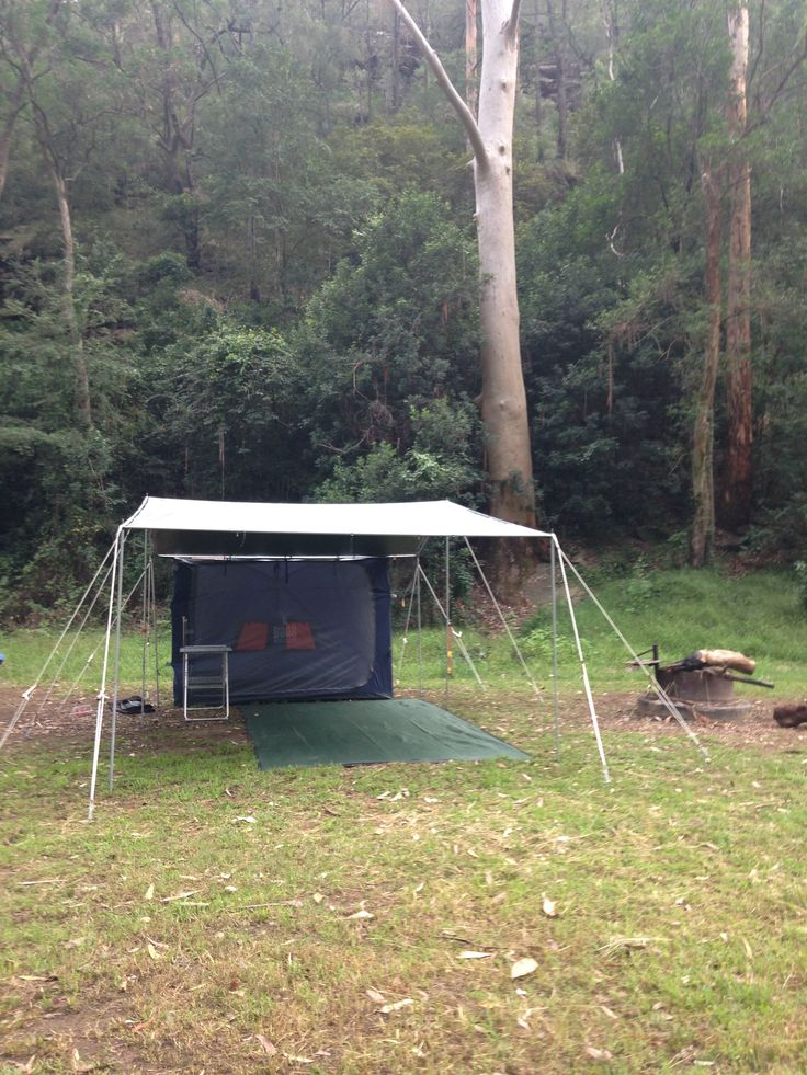The #CampKingsCrew setting up the #CAMPAKIT #TarPOLEInRange #tarpaulin #shelter #camping at #WheenyCreek #campground on our #GTFO #GetTheFamilyOutdoors #adventure