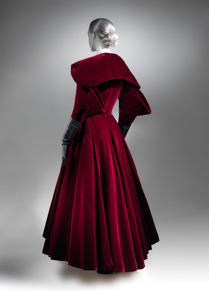 Charles James (American, born Great Britain, 1906–1978). Evening coat, 1949. The Metropolitan Museum of Art, New York. Brooklyn Museum Costume Collection at The Metropolitan Museum of Art, Gift of the Brooklyn Museum, 2009; Gift of Arturo and Paul Peralta-Ramos, 1954 (2009.300.791) #CharlesJames