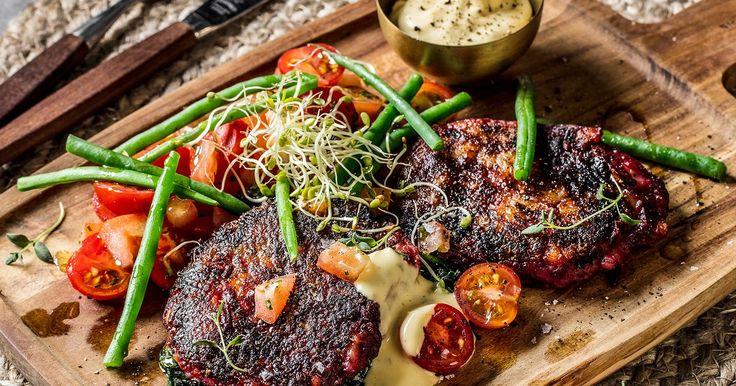 Vegetarbiff med bearnaisesaus og tomatsalat | Oppskrift | Meny.no