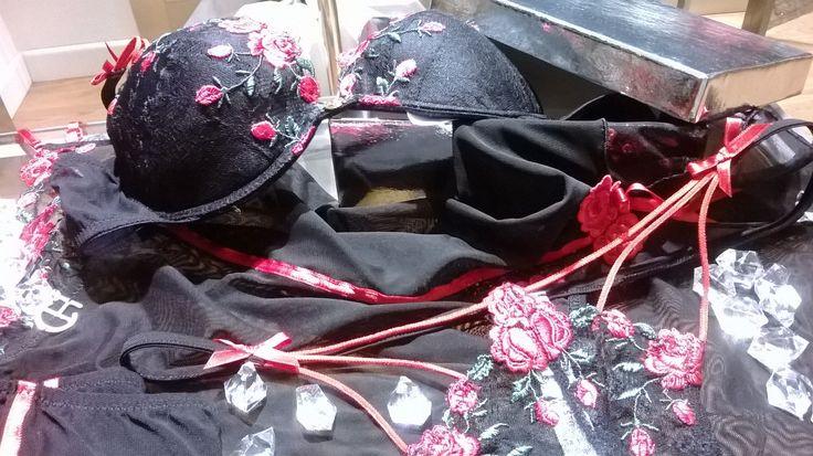 http://www.ebay.it/itm/CHRISTIES-serie-Magnifique-color-rosso-/271746360840?pt=Reggiseni_e_Completi_intimi&var=&hash=item84d924bd5d
