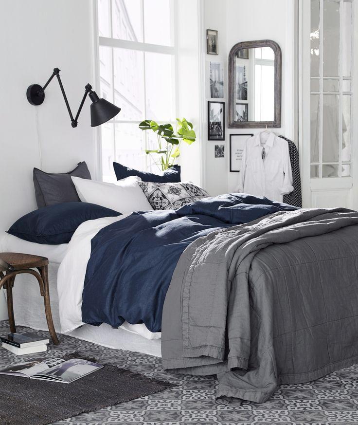 seinävalaisin,sänky,makuuhuoneen tekstiilit,makuuhuoneen sisustus,makuuhuone,makuuhuoneen yksityiskohdat,ellos,kevät,kevät sisustus makuuhuone,pussilakanat,pussilakanasetti,pussilakana,pussilakanasetit,tyynyt,tyyny,tyynynpäällinen,tyynyjä,tyynynpäälliset,tyynyliina,tyynyliinat,päiväpeite,päiväpeitto,päiväpeitteet,päiväpeitot,harmaa,sininen,musta,peili,origami