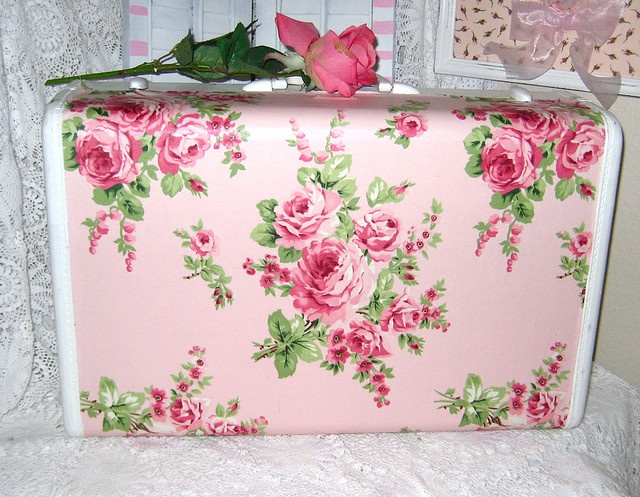 Shabby Chic-great idea for old suitcases