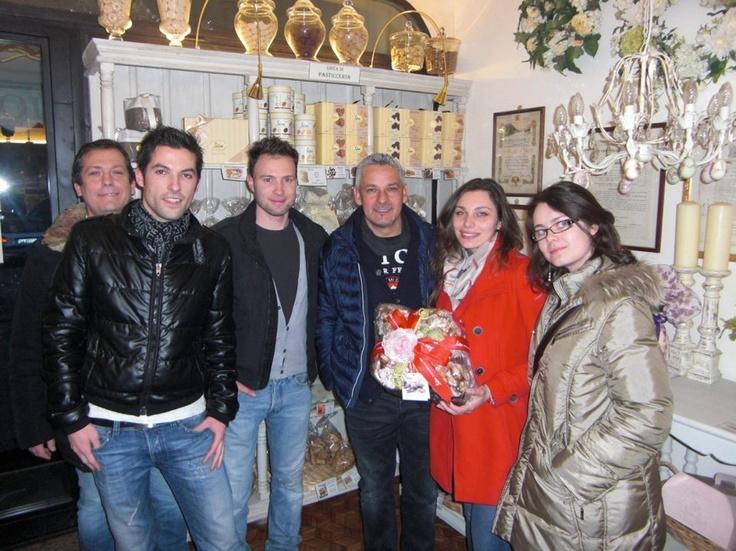 ...al Negozio Loison con un' inaspettata visita: Roberto Baggio e Signora!!!  Uno dei simboli del miglior calcio mondiale in termini atletici ma soprattutto in termini umani. Eccolo con lo staff Loison...