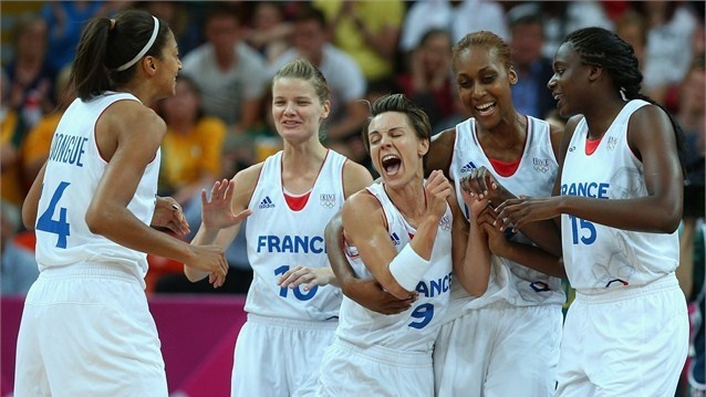 Team GB form a huddle after winning the women's Volleyball against Algeria - Olympic games London 2012