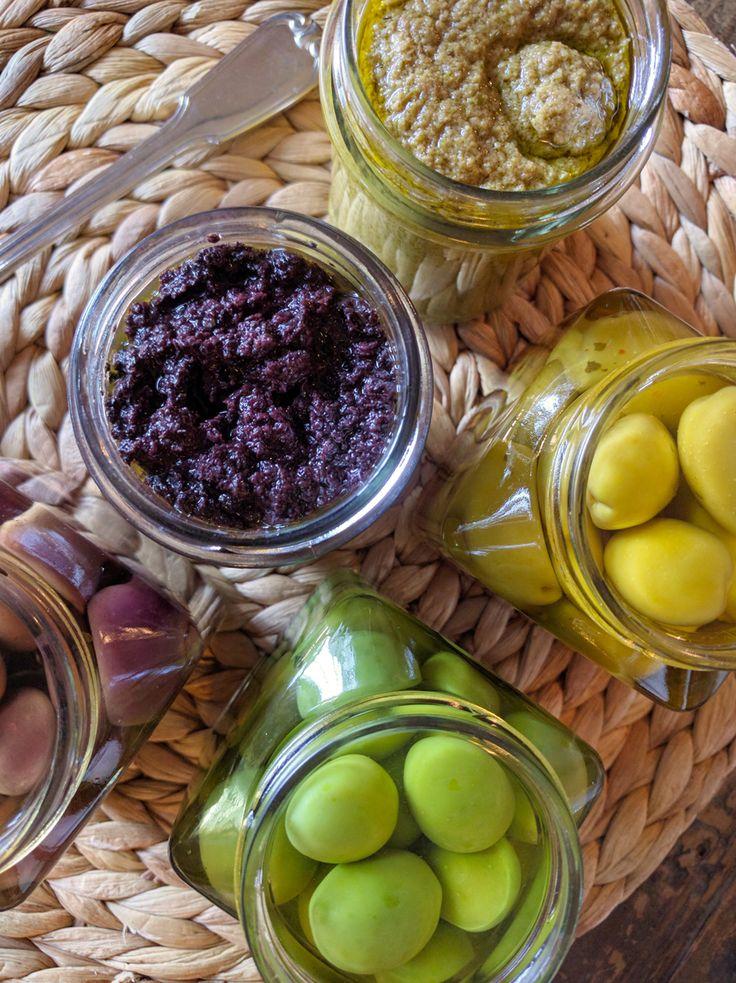 Ingredients: Black olives – 200g Tuscan extra virgin olive oil – 45g Description: Wash the olives and remove the pit. Enter the olives in a blender …