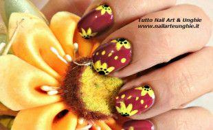 nail art con girasole 11
