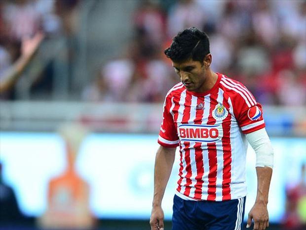 ÁNGEL REYNA, TODAVÍA NO LE ENCUENTRAN EQUIPO La directica del Guadalajara le sigue buscando acomodo al volante de las Chivas. Reyna entrena con Chivas Premier de Segunda División.