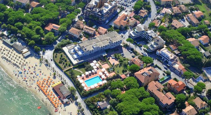 Hotel Select Marina di Campo Set 20 metres from the beach on Elba Island, Hotel Select offers panoramic views of the Gulf of Marina di Campo, an outdoor pool, and air-conditioned rooms with satellite LCD TV. Parking is free, and free Wi-Fi is available in the lobby.