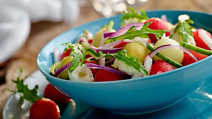Przepis na sałatkę z arbuzem, melonem i mozzarellą. Wypróbuj koniecznie!