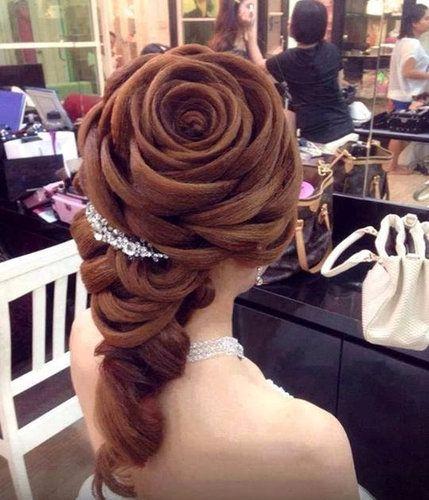 04奇抜なヘアスタイル