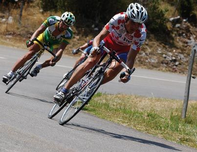 2004 Virenque, maître des pois Richard Virenque surclasse Van Impe au palmarès du classement de la montagne. Il remporte un septième maillot à pois.