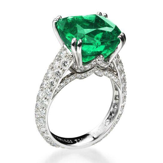 Fabergé                                                                                                      Bague Solyanka en émeraude et diamants