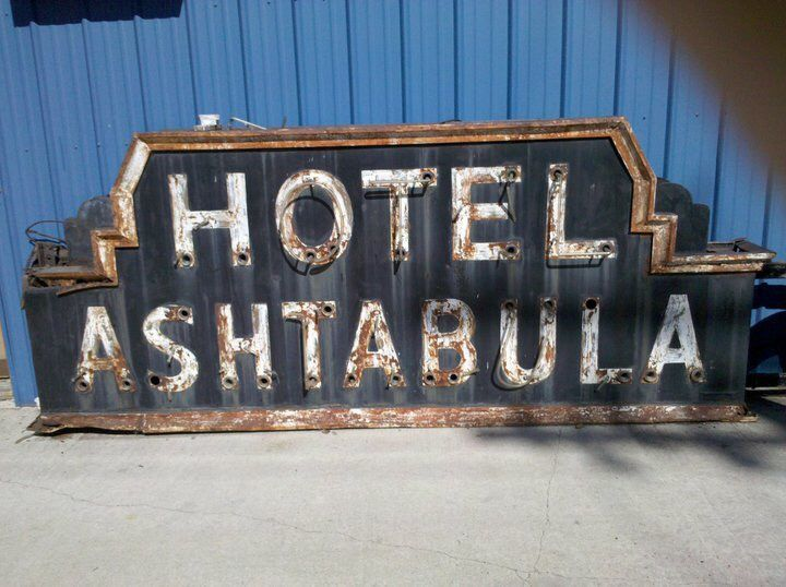 Hotel Ashtabula Sign
