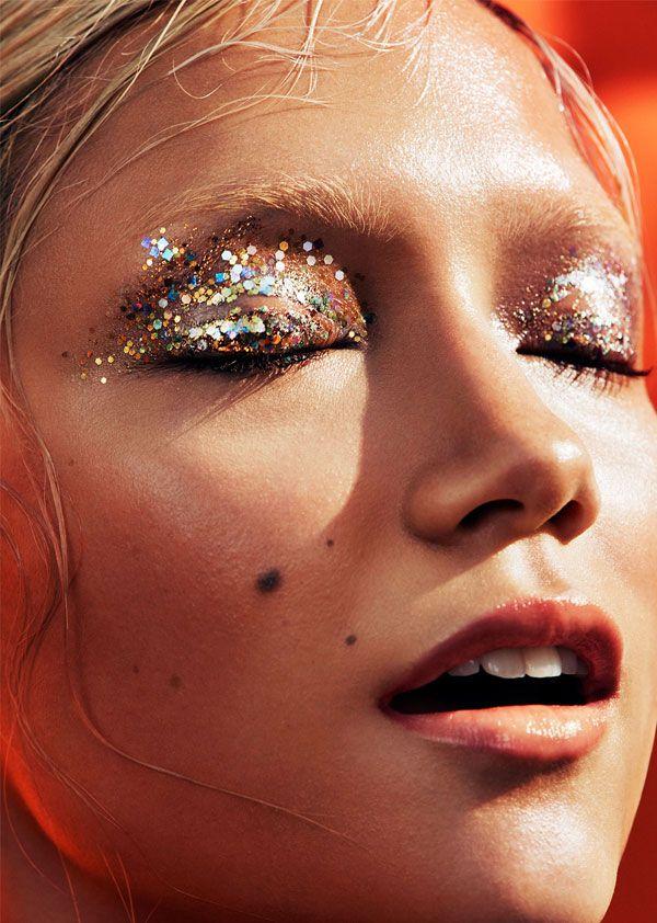 Summer Skin | a modelo Charlotte Carey fotografada por Alex John Beck para o Models.com