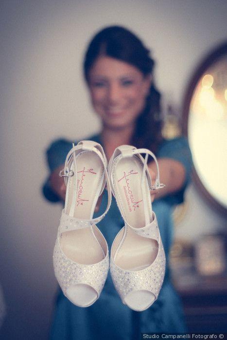 Scarpe da sposa bianche con braccialetto modello open toe