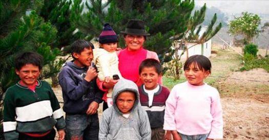 Su esposo la abandonó con 6 hijos, 4 meses después, descubrió esto en su coche que le cambio la vida