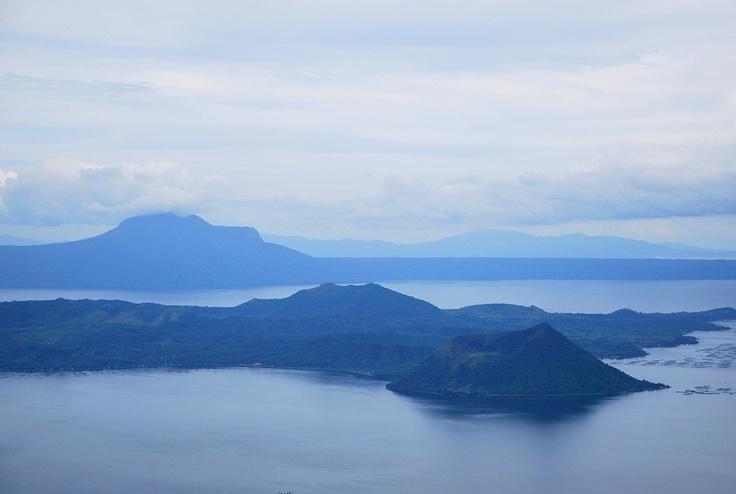火山の中の火山・・フィリピンのタガイタイ。凄くきれいな所だった!  The Volcano within a Volcano. Philippines' Tagaytay. This was such a pretty place!!