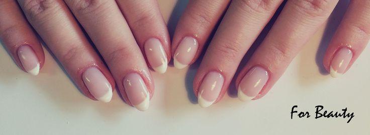 klasyczne paznokcie hybrydowe manicure francuski - salon kosmetyczny For Beauty