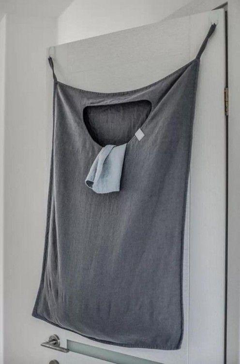 bolsa para la ropa sucia que se coloca en la puerta de una habitación