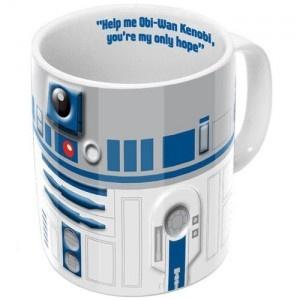 """Pour tous les fans de la saga Star Wars, le mug original R2D2 va vous permettre de boire votre café avec le design du célèbre petit robot. A l'intérieur de cadeau original est inscrit : """"Help me Obi-Wan Kenobi, you're my only hope"""" va être la phrase que les connaisseurs vont adorer à coup sûr ! Pour retrouver tous nos produits, rendez-vous sur http://www.pinklemon.fr ! Pinklemon, le zeste de cadeau original."""