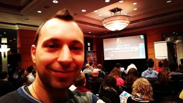 Izgalmas pár perc és kezdődik az Unleash the Power within képzés! ;) Anthony Robbins tanitasaival.