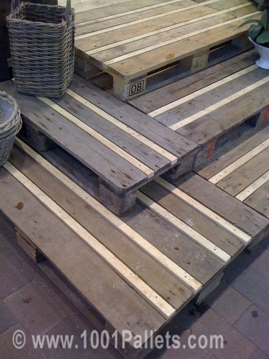 Pallet Flooring and many other great ideas from 1001pallets.com